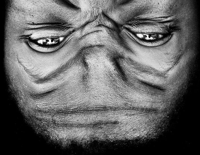 Необычные черты лиц инопланетян создают иллюцию распознаваемых эмоций.