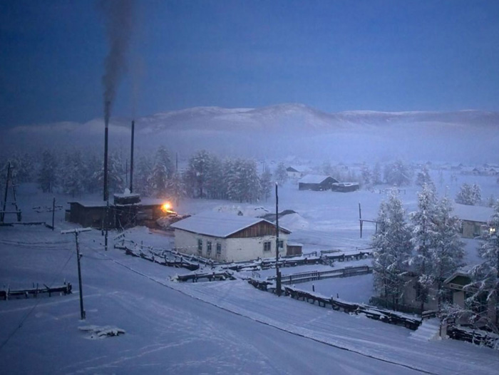 Котельная, работающая на угле, поддерживает тепло в домах села.