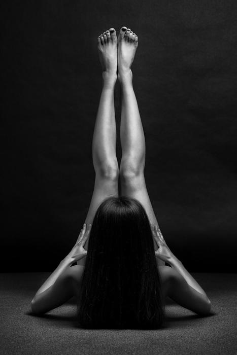 Bodyscape в черно-белых тонах. Автор фото: Anton Belovodchenko.