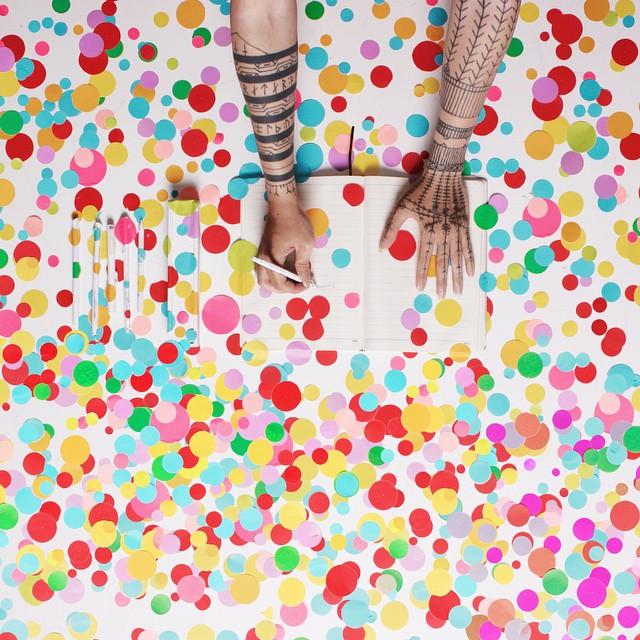 Джек вдохновился цветами, используемыми  Yayoi Kusama, самым популярным художником в мире в 2014г.
