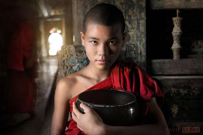Монах в монастыре Шве Йан Пьяу.