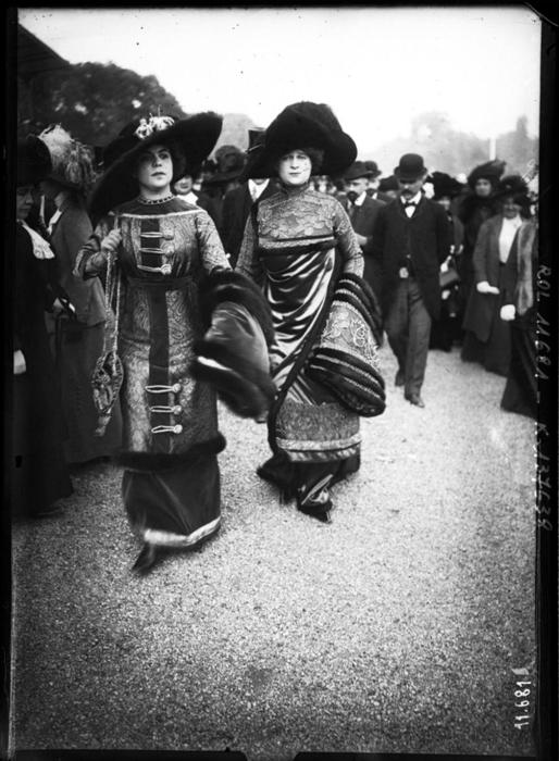 Восточные мотивы в нарядах женщин 1910г.