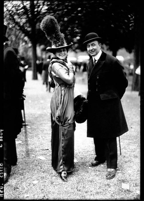 Туника поверх узкой юбки. 1912г.