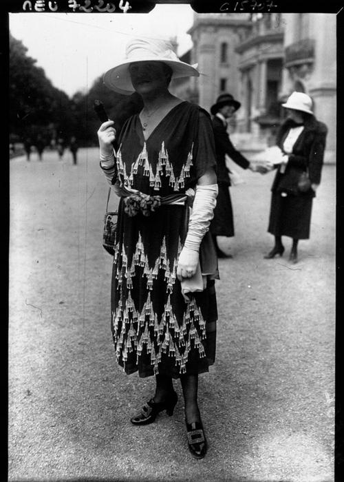 Дама в Париже 1919г.