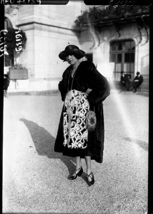 Женщина в шубе. 1919г.