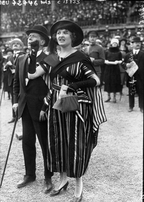 Широкий силуэт женского платья 1919г.
