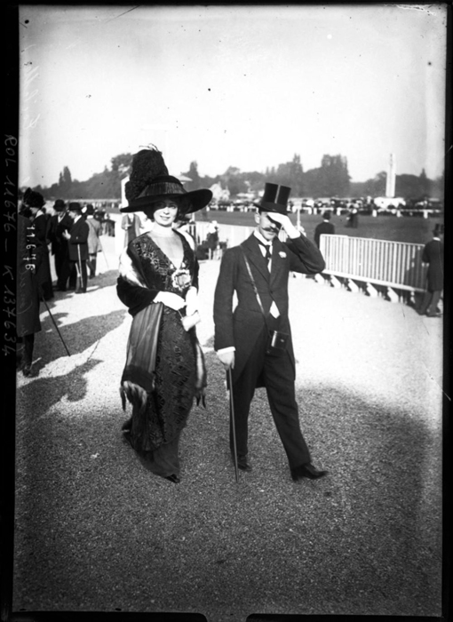 1910 год, ипподром в Париже.