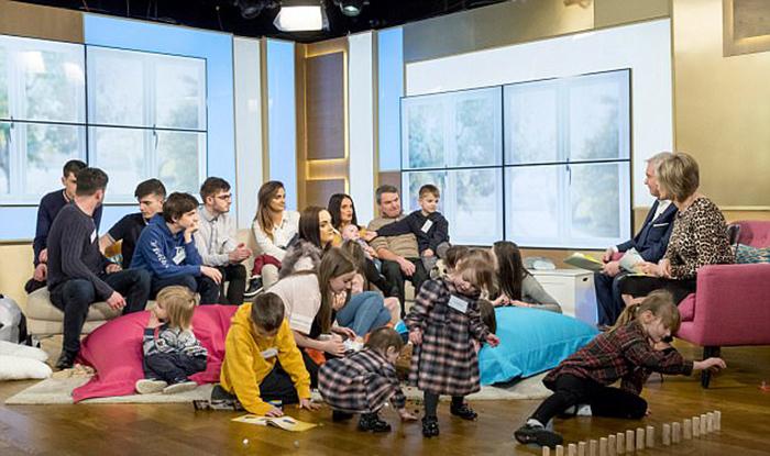 Семья Рэдфордов на утреннем шоу в Британии.