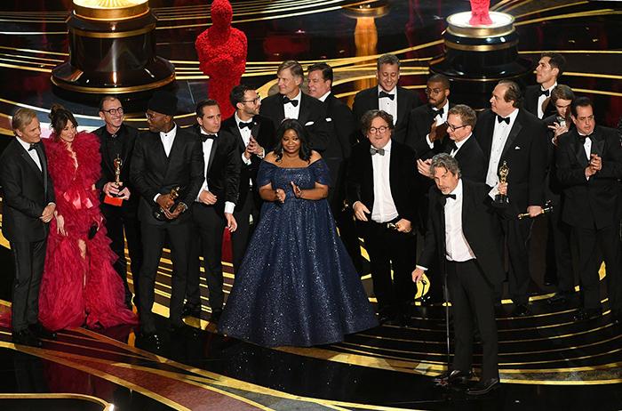 Награждение премии Оскар за лучший фильм.