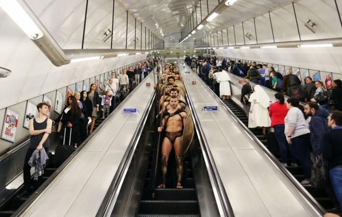 Необычные пассажиры метро.
