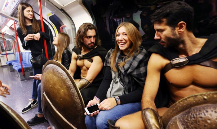 *Спартанцы* в метро.