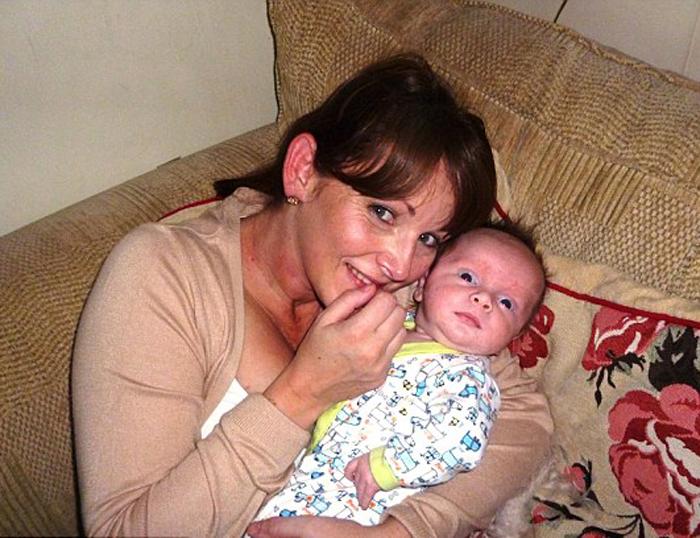 Никола родила своего второго сына в возрасте 40 лет.