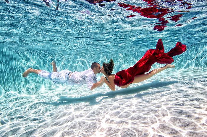 Красота и плавность движений под водой.