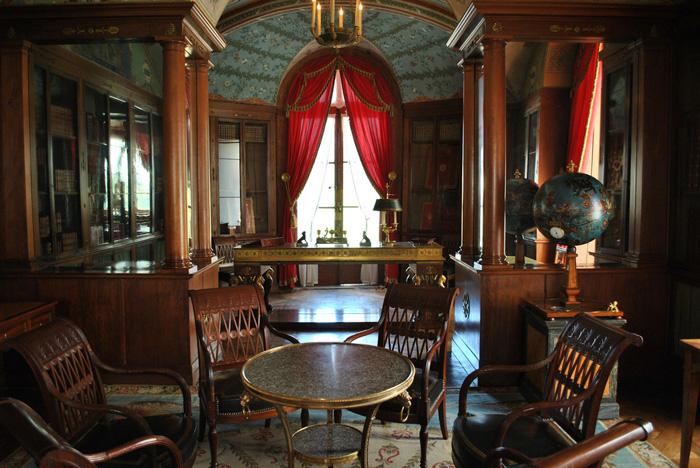 Napulione Buonaparte: кабинет во дворце.