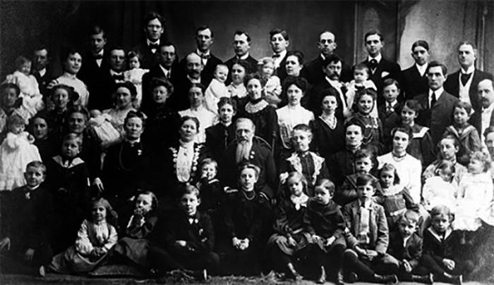 Рекорд по количеству рожденных детей одной женщиной принадлежит первой жене Фёдора Васильева.