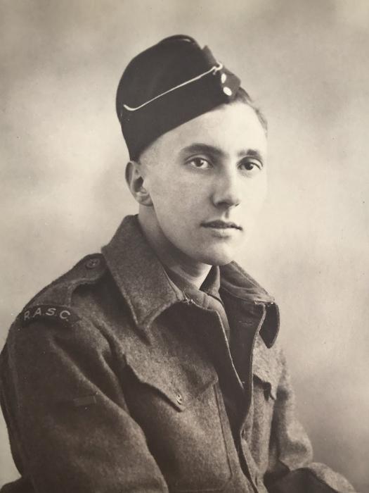 Портрет Питера Дейвиса во время службы в армии.
