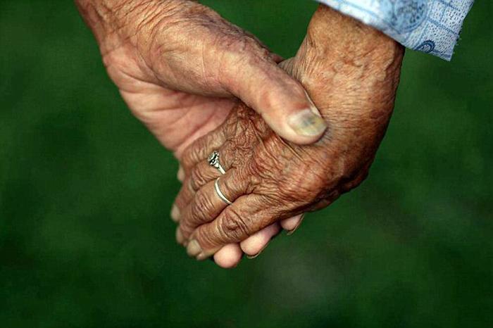 Супруги, которым уже больше 100 лет, до сих пор живут в любви и согласии.