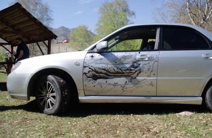 Автомобиль с необычным рисунком.