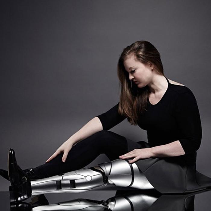 Вероника выбрала для себя дизайн дроида.