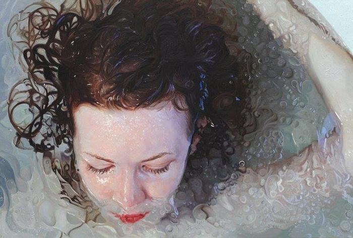 На большинстве своих картин Алисса изображает саму себя или своих близких.