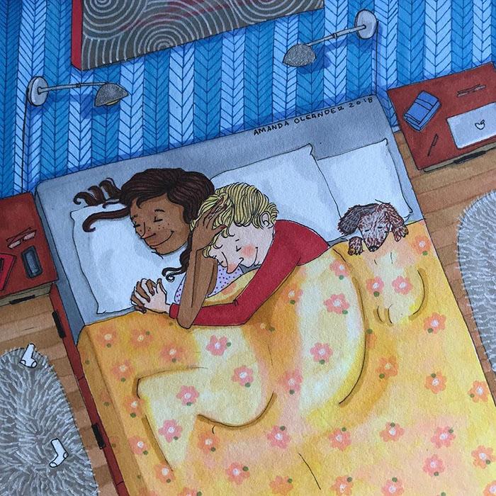 Спать после обеда - лучше всего. Особенно, если собака незаметно пробирается на кровать, даже если ей и нельзя. Instagram amandaoleander.