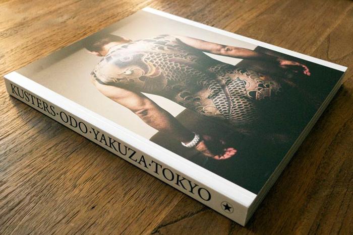 Книга, в которую вошли фотографии якудза Антона Кустерса.