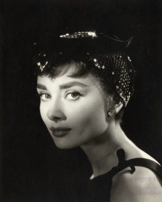Фотосессия в Голливуде на студии Парамаунт для нового фильма *Сабрина*. Фотограф: Bud Fraker. Октябрь 1953г.