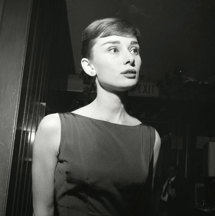 Хепберн во время пресс-конференции в Гранд Отеле в Риме. Сентябрь, 1954г.