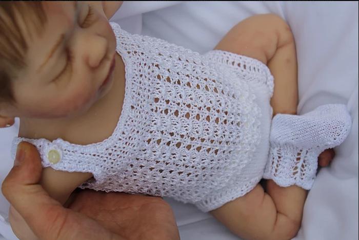 Куклы создаются из силикона, который на ощупь очень похож на кожу.