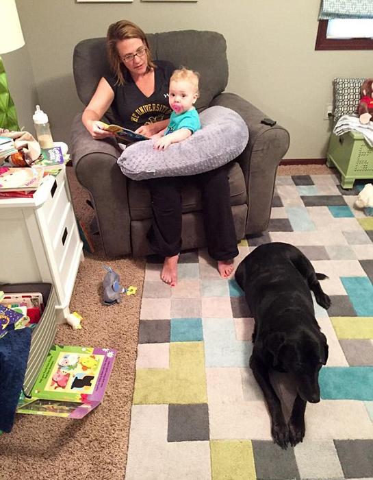 Первой суррогатной матерью ребенку Бейкеров стала женщина, ухаживающая за собакой семьи.
