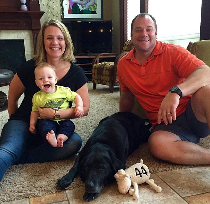 Стейси и Чад Бейкеры со своим сыном.