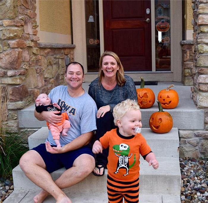 Чад и Стейси со своими детьми.