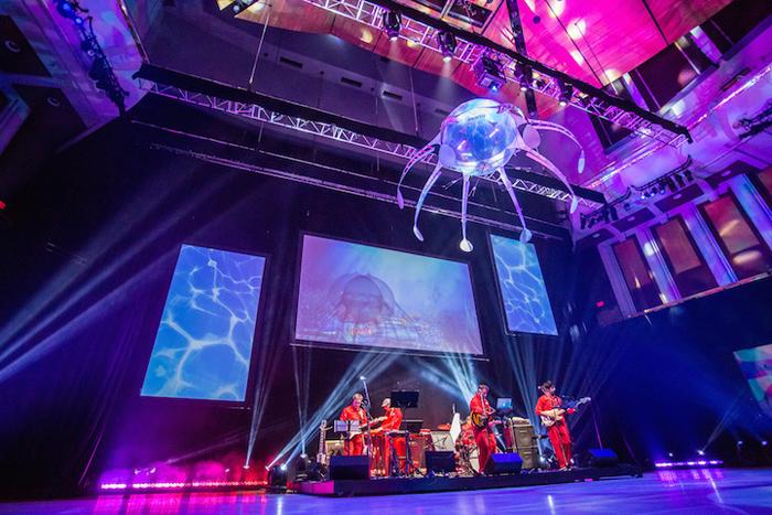 Летающая робот-медуза, сконструированная  Festo Bionic Fliers.