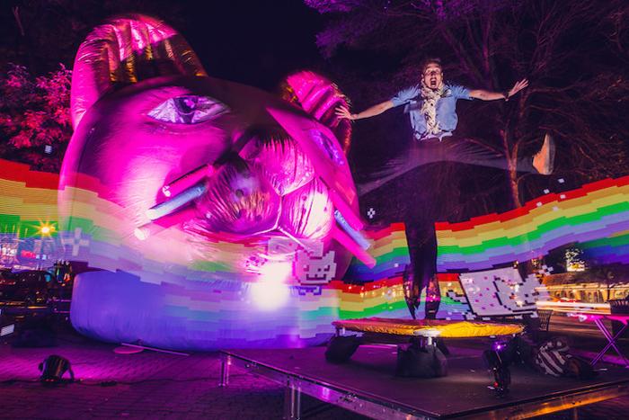 Laser Cat - 5-метровая инсталляция от  Art Directors Club и Hungry Castle.