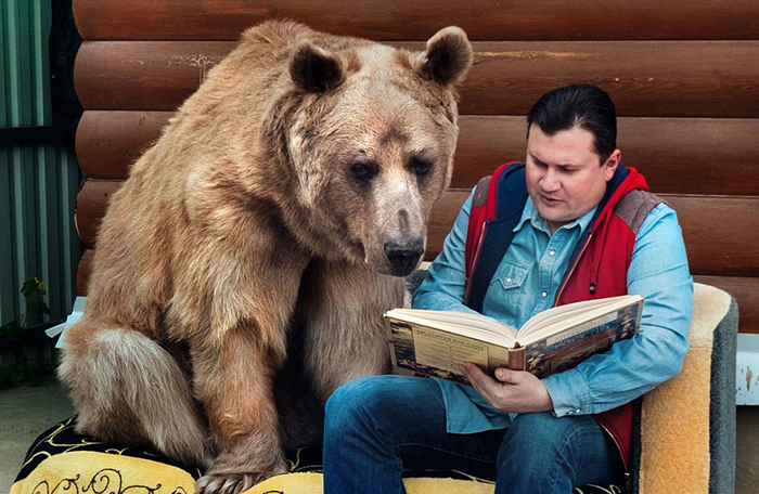 Степан за вечерним чтением.