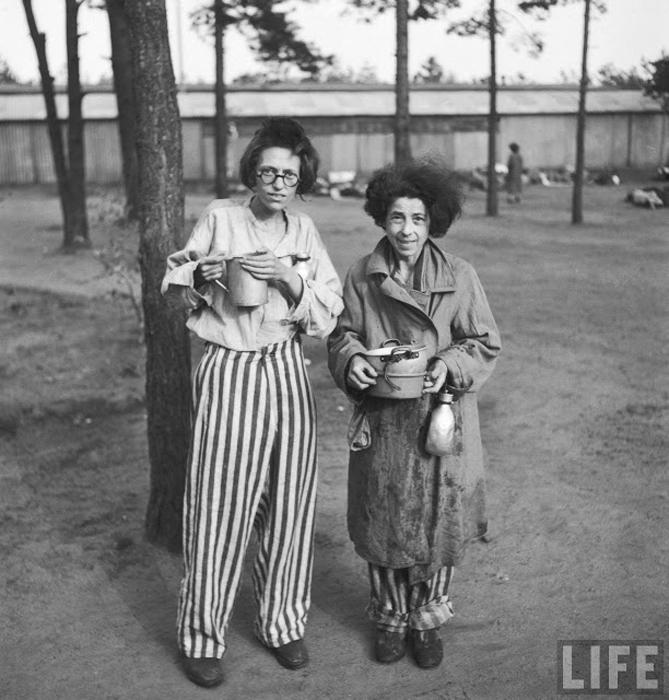Женщины-заключенные в только что освобожденном концлагере Берген-Бельзен.