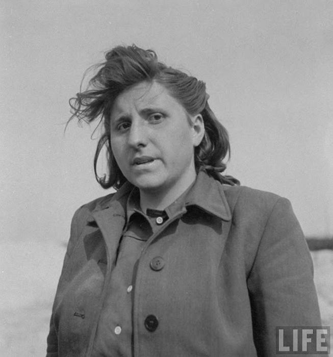 Портрет Магдалены Кессаль, 25 лет, работавшей прислугой для СС.