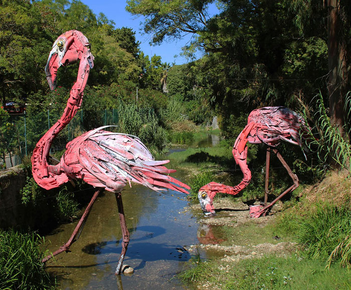 Фламинго. Автор: Bordalo II.