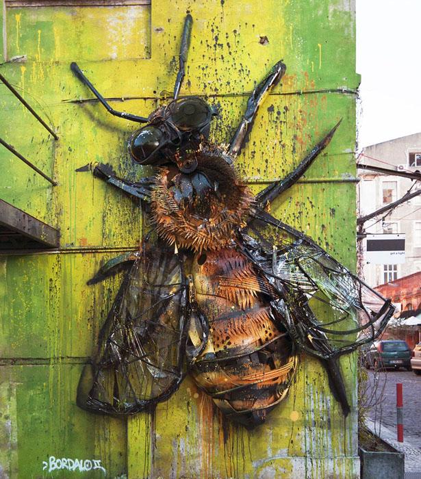 Пчела.  Автор: Bordalo II.