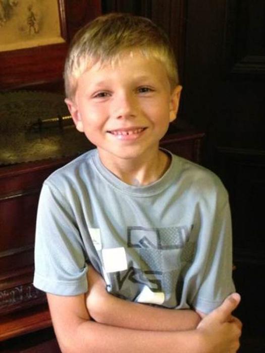 Кристиан в возрасте 6 лет, когда он только-только принял решение отрастить свои волосы.