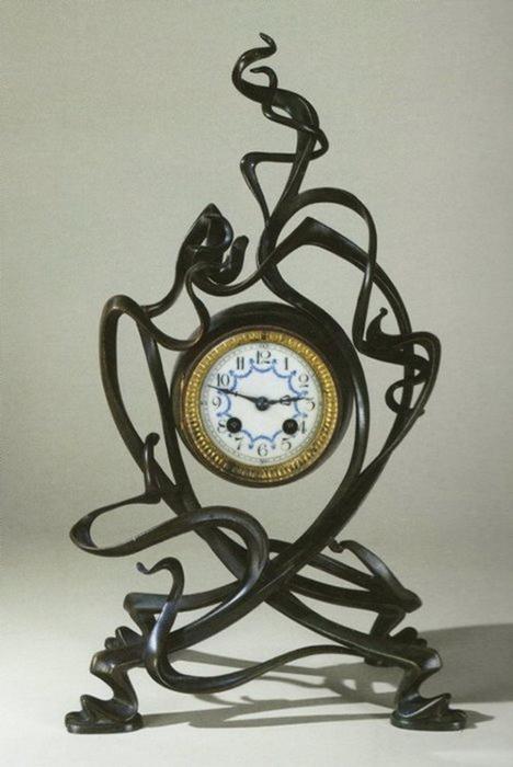 Часы в стиле арт-нуво дизайна Виктора Орта.