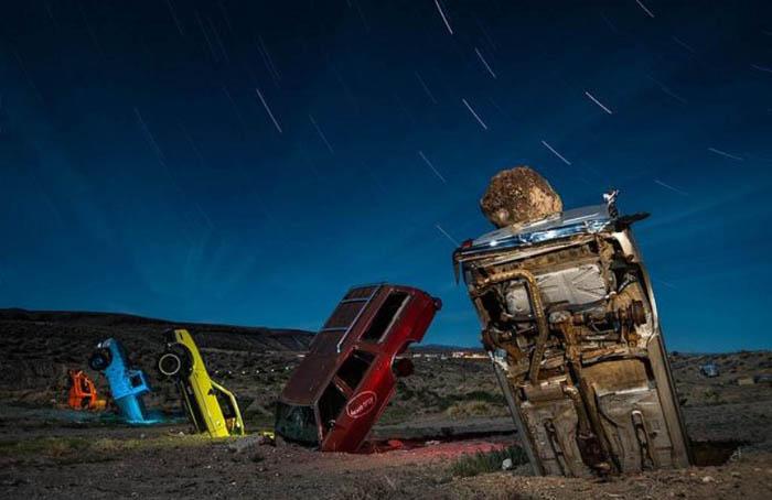 Необычная инсталляция посреди пустыни Невада.