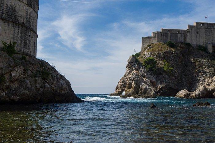 За стенами Старого Города в Дубровнике.