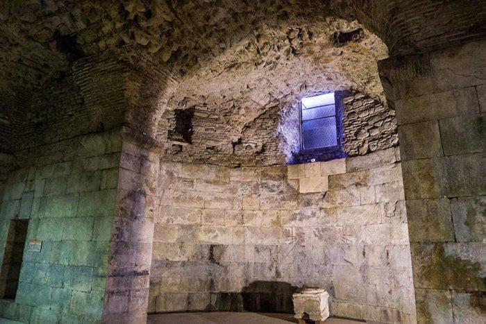 Подвал дворца Диоклетиана в Сплите - Тронный зал Дейенерис.