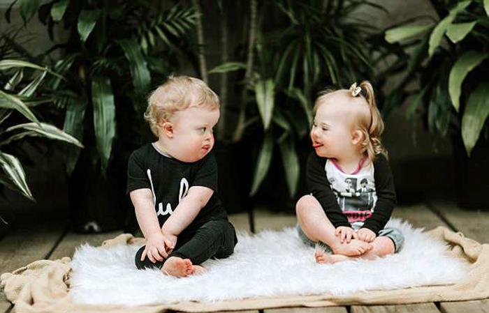 Мамы обоих ребятишек также были знакомы с детства, однако плотно общаться стали только с рождением Клары и Катлера.