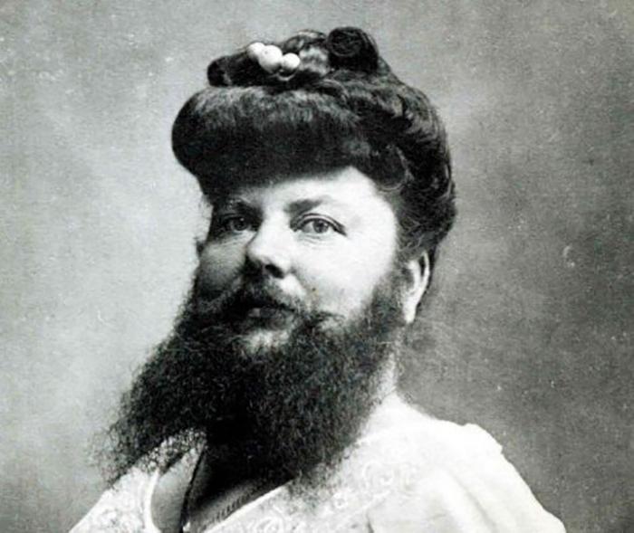 Всё началось с того, что Клементин увидела бородатую женщину на местном карнавале.