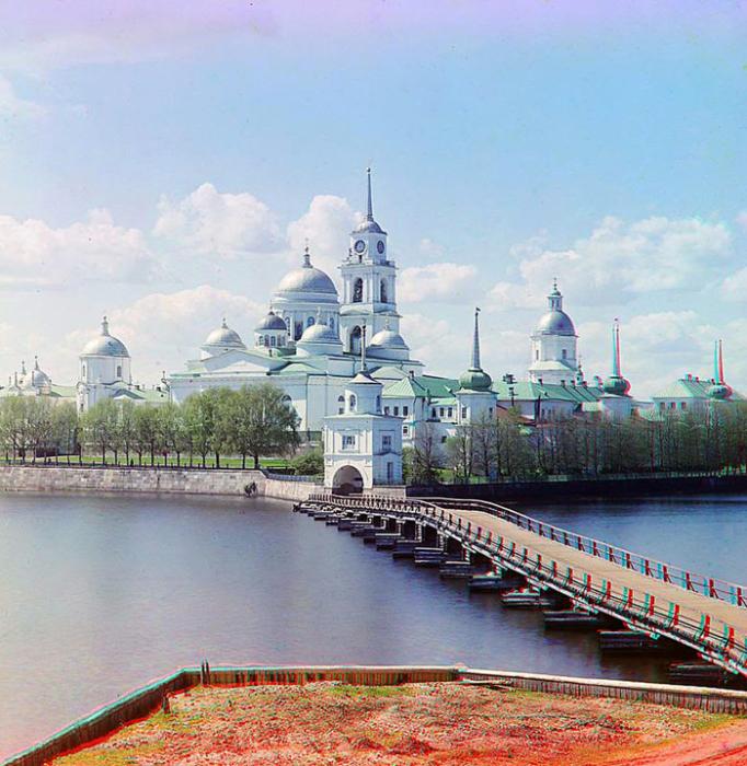 Вид на монастырь от Светлицы.