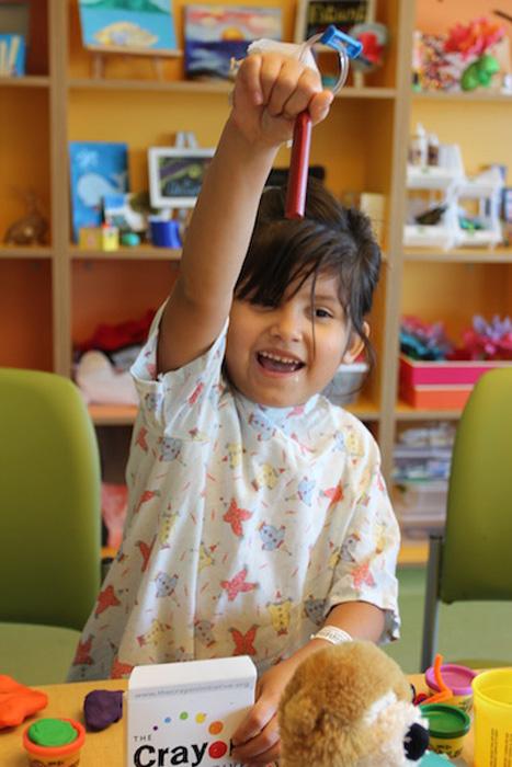 Мелки радуют детей в больнице.
