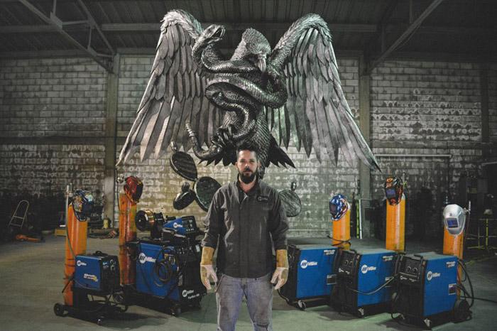 Давид Мадеро и его металлические скульптуры.