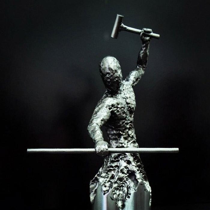 Скульптуры, созданные с помощью сварки металла.